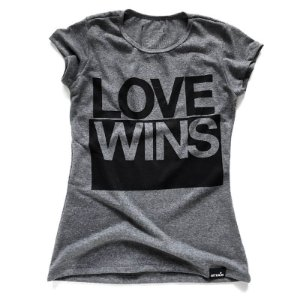 CAMISETA FEMININA LOVE WINS
