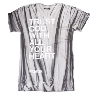 CAMISETA TRUST - OFF WHITE