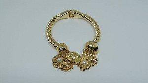 Bracelete dourado com pingentes