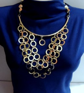 Maxi colar com argolas de metal folheado a ouro