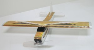 Aeromodelo CESSNA 210 dourado que voa até 60 metros