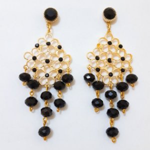 brinco dourado com cristais pretos
