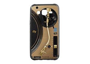 Capa de celular para DJ modelo Samsung Galaxy J7 2015 - Toca Discos Pioneer Dourado PLX-1000n