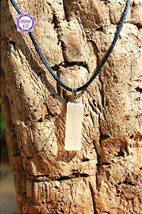 Pingente Selenita (Pino Prateado com cordão preto) 5g | Cristal de Ativação Espiritual!