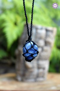 Castroado de Quartzo Azul com Cordão Ajustável | Pedra da Sintonia Psíquica e Força Interior