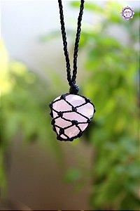 Castroado de Quartzo Rosa com Cordão Ajustável | Pedra do Amor e Cura Emocional