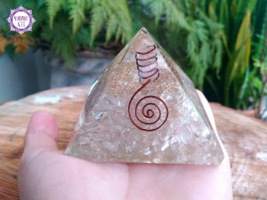 Orgonite Pirâmide de Quartzo | Limpeza e Purificação das Energias do Ambiente