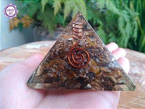 Orgonite Pirâmide Olho de Tigre e Quartzo | Equilíbrio entre o Mundo Físico e Espiritual