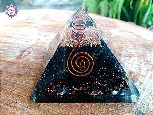 Orgonite Pirâmide Turmalina Negra e Quartzo | Proteção Pessoal e do Ambiente