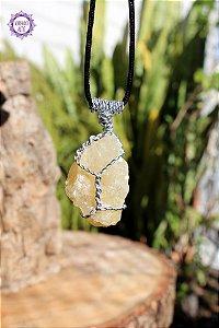 Pingente Élfico de Calcita Mel com Cordão | Pedra da Confiança, Clareza de Insight e Ação