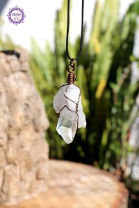 Pingente Ponta de Quartzo com Cordão Preto Regulável (Fio Cobreado) | Cristal de Limpeza, Purificação e Cura
