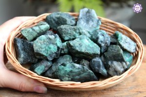 Esmeralda Bruta (de 20g a 30g) | Pedra do Amor Divino, Cura e Prosperidade