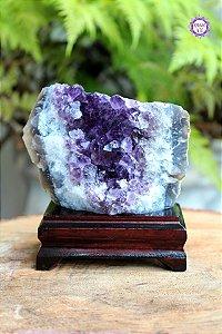 Drusa de Ametista na Base de Madeira 633g | Cristal de Proteção, Transmutação e Comunicação Divina