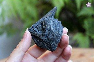 Cianita Negra Grande - Vassoura de Bruxa aprox. 65g | Pedra para Cura Energética e Proteção