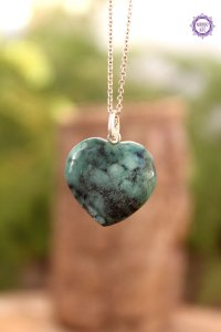 Pingente Coração Esmeralda (Prata 950) - Pedra de 2020 | Pedra do Amor Divino, Cura e Prosperidade