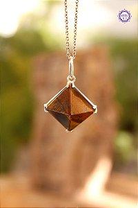 Pingente Pirâmide Olho de Tigre (Prata 950) | Cristal do Discernimento, Vitalidade e Força