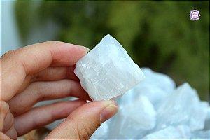 Calcita Azul Translúcida Bruta (de 30g a 40g) | Pedra da Inspiração Criativa e Habilidades Mediúnicas