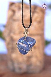 Colar de Quartzo Azul com Cordão Ajustável (Arame prateado) | Cristal de Sintonia Psíquica e Força Interior
