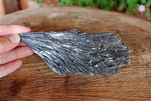 Cianita Negra Especial (Vassoura de Bruxa) 169g com 14cm | Pedra para Cura Energética e Proteção