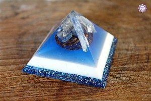 Orgonite Pirâmide de Cianita Azul, Quartzo Azul e Quartzo Transparente para Tranquilidade e Meditação