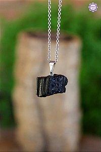 Pingente Turmalina Negra Bruta (Pino Prateado) | Pedra de Proteção e Purificação