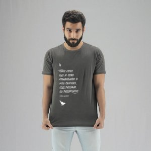 Camiseta Estonada Mario Quintana Chumbo