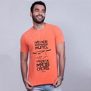 Camiseta Mãos Dadas Drummond Laranja Amandrafts