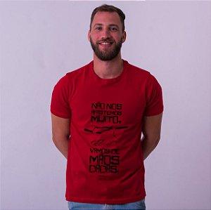 Camiseta Mãos Dadas Drummond Vermelha Amandrafts