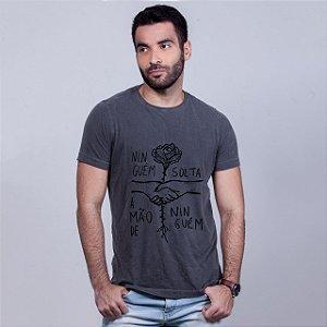 Camiseta Estonada Ninguém Solta Chumbo Amandrafts