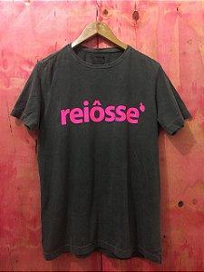 Camiseta Estonada Reiôsse Chumbo Estampa Rosa