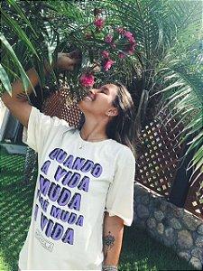 Camiseta boyfriend bege lilás