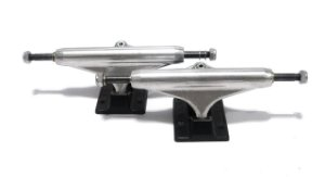 TRUCK STRONGER HOLLOW - SILVER/BLACK 139MM