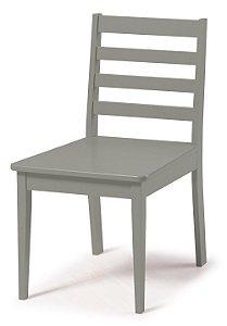 Cadeira Imperial com Encosto Ripado e Acento na Cor Cinza