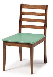 Cadeira Imperial com Encosto Ripado Marrom  e Acento na Cor Verde