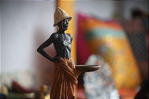 Escultura Africano com Cesto 31cm