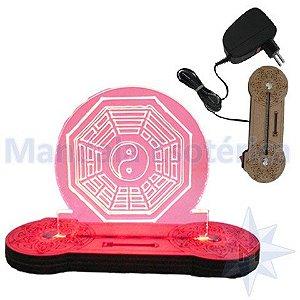 Luminária Bivolt com Base de MDF e Luz de LED Vermelho Bá-gua