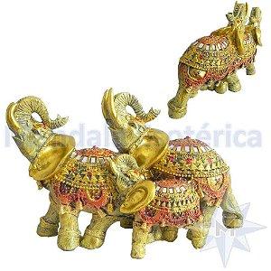 Trio de Elefantes Dourados em Resina