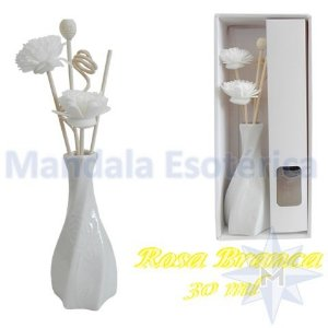 Aromatizador com flor e varetas com perfume de Rosa Branca