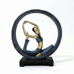 Estatuaeta Yoga Posição Sereia no Arco
