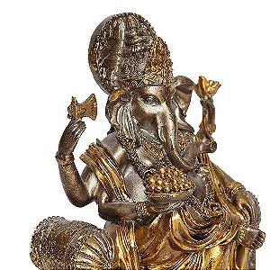 Ganesha Dourado no Trono