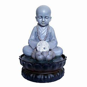 Fonte Monge Meditando com Bola de Cristal