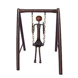 Escultura em Ferro Menina no Balanço
