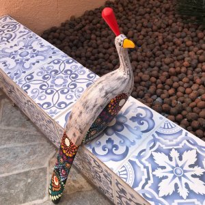 Escultura Pavão Fêmea Em Madeira Pintada