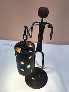 Escultura Luminária Ferro Lanterneiro