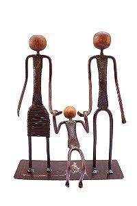 Escultura Família Feliz Pai Mãe e Filho