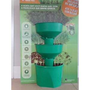 Horta Vertical Verde Vida Auto Irrigável C/ Rodízios - Verde