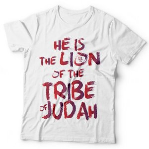 Camiseta Masculina - He is the Lion of the tribe of Judah