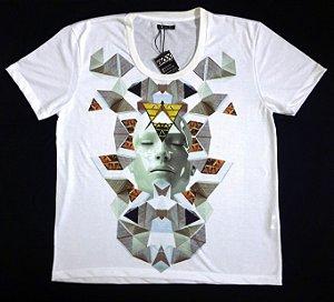 Camisa Manga Curta  Branca Estampa Futuristic