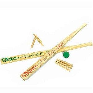 Jogo de Bets Taco de madeira NewArt Toys com 2 tacos 2 casinhas 1 bola e sacola pvc com zíper