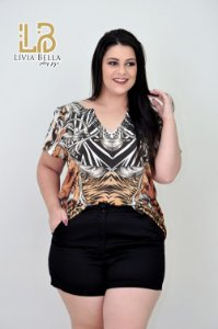 Blusa estampa arabescos  com bordado no decote.